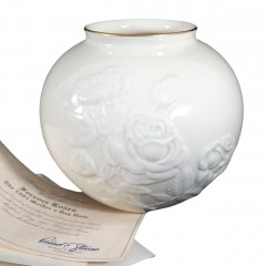 Limited Edition Lenox Ivory China 1995 Forever Roses Mother's Day Vase - MIB