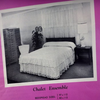 1960s Scranton Lace Cotton Chalet Full Posterbed Bed Spread